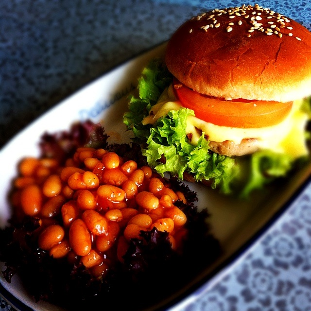 Hamburger with baked beans