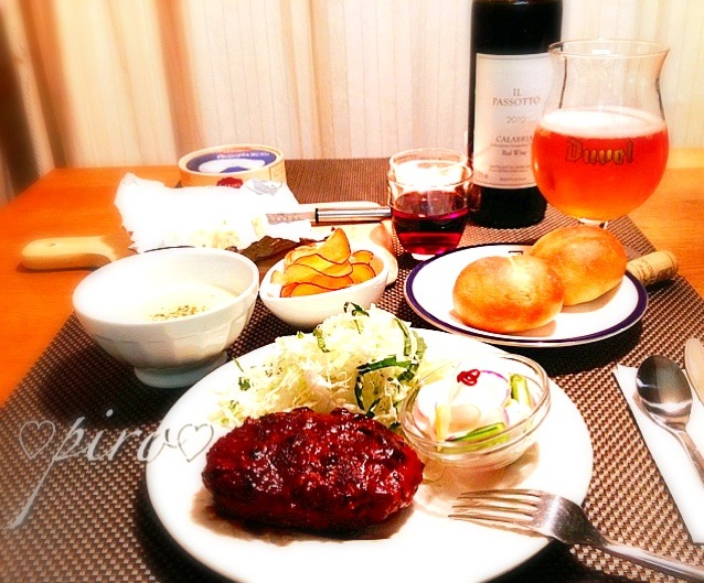 🐄ビーフハンバーグ 手作りパン さつまいもチップス コーンスープ 🍺&🍷 ブールチーズ Minced beef hamburger you have at home. Homemade bread. Corn soup. 🍺 & 🍷 blue cheese  Sweet Potato Chips