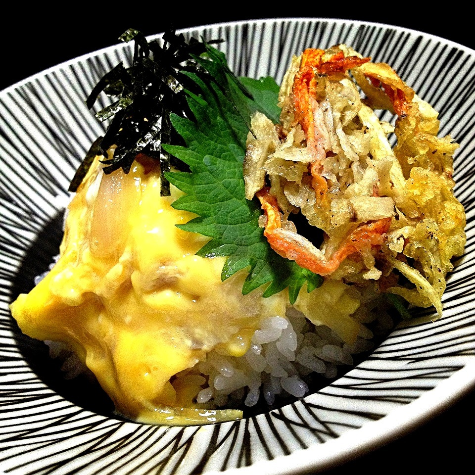 Bowl of rice topped with mixed vegetable tempura & eggs