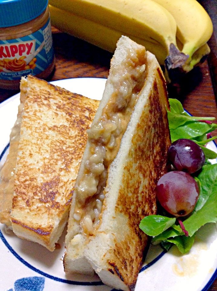 Are You Hungry Tonight?               Peanut Butter & Banana Sandwich.                                    エルヴィスサンドイッチ