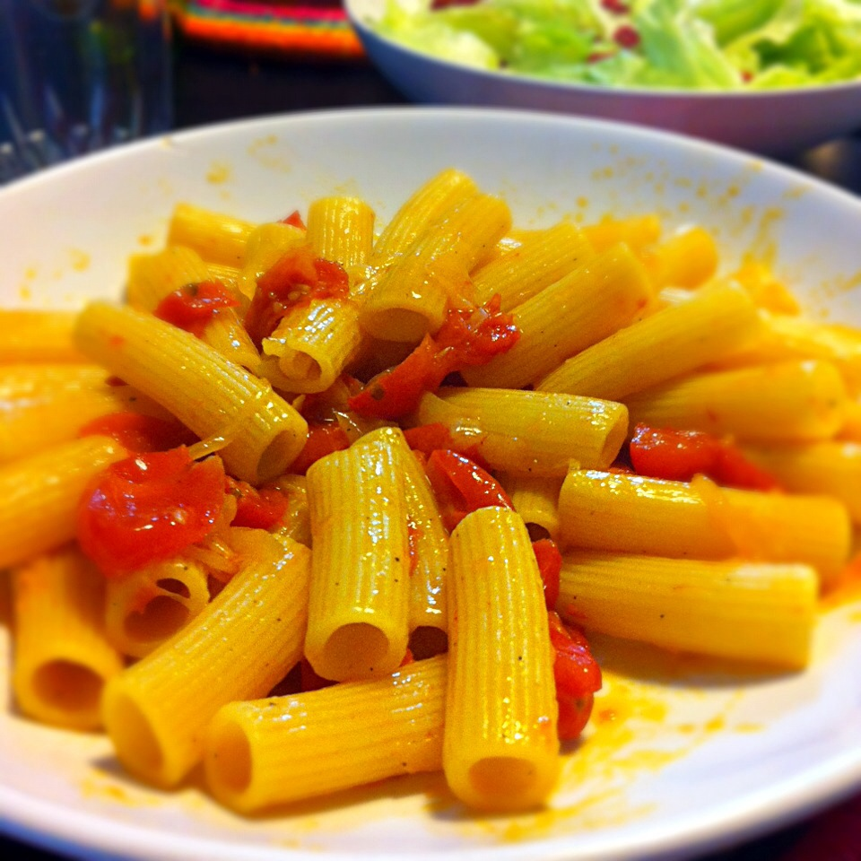 Rigatoni pasta with cherry tomatoes