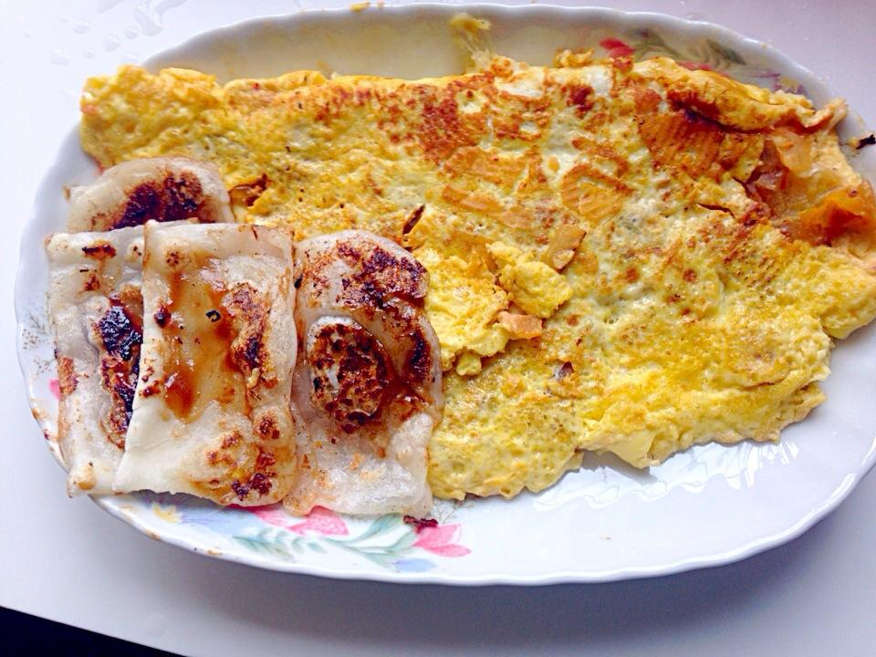 3-egg onion tomato cheese omelette