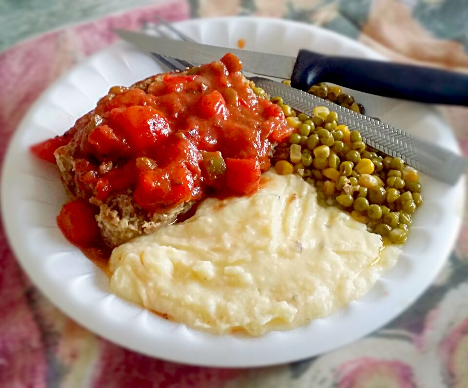 meat loaf with tomato gravy creamed potatoes with chives and sour cream with sauted peas and corn