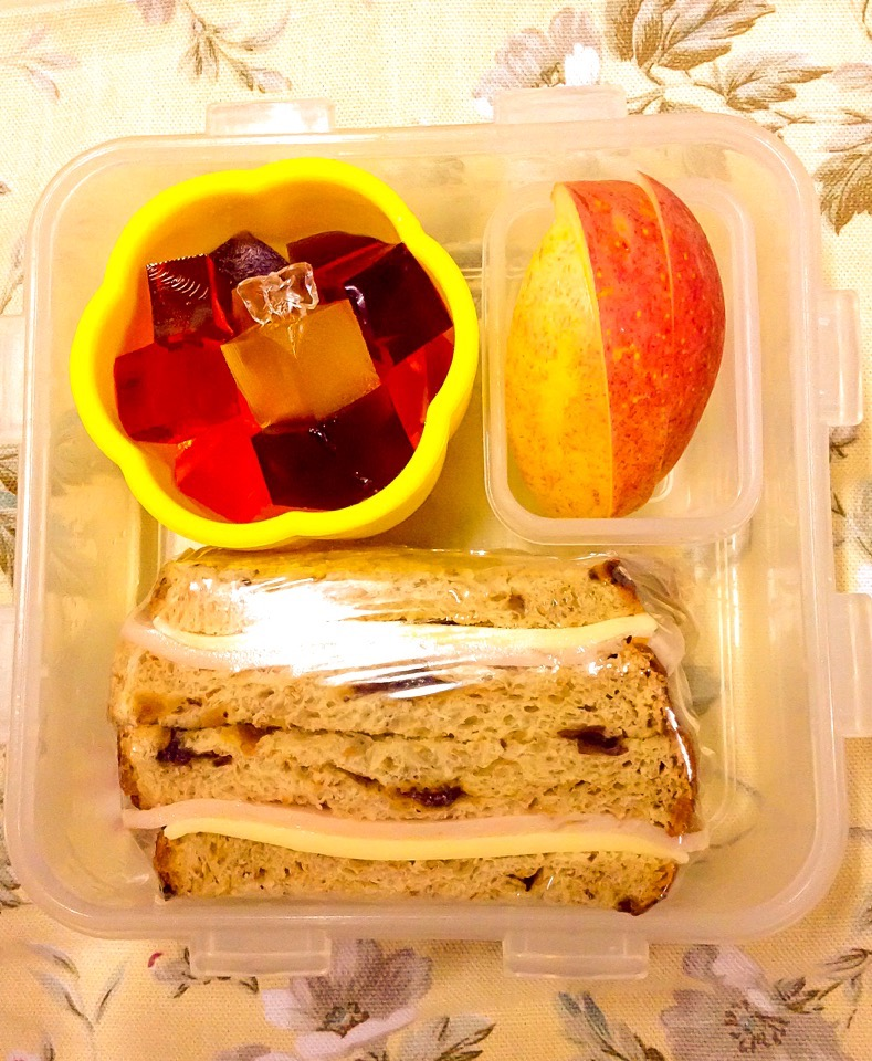 Jello Jigglies with Ham & Cheese Sandwich and Side of Apple Slices