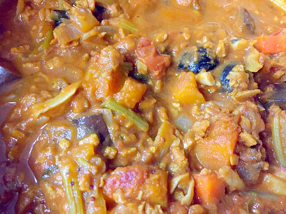Non oil cooking: vegetable curry😋 textured soy protein tastes like real mince meat.