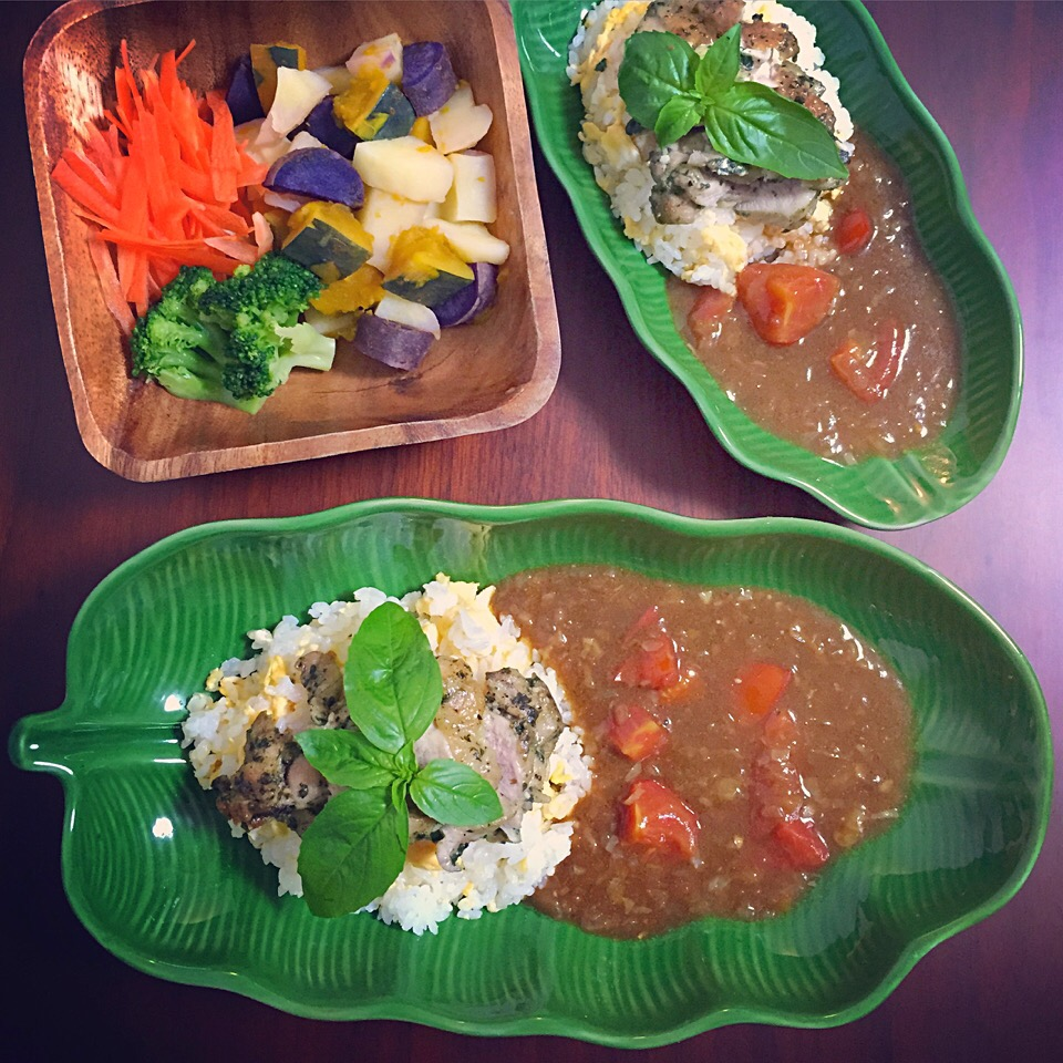 Basil chicken/Tomato curry/Salad of steamed vegetables.