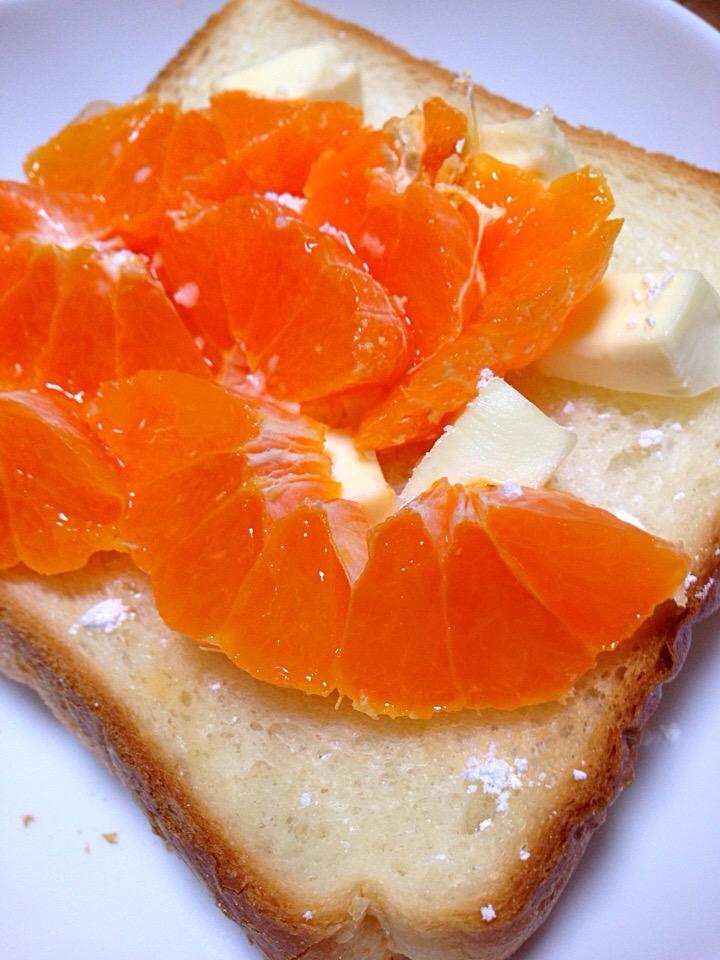 まだジャム塗ってるの?トーストにクリチ+フルーツの新常識
