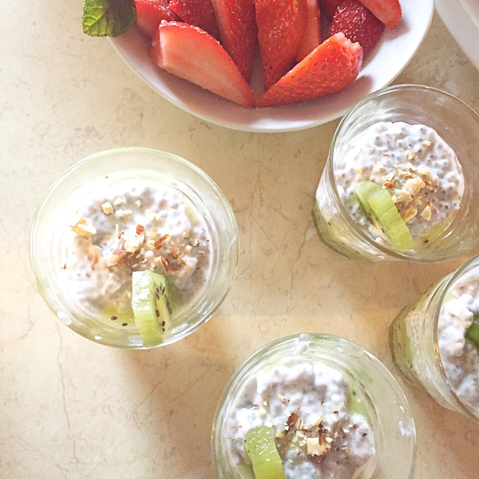 Cleansing Kiwi Chia Pudding with Coconut Milk💚