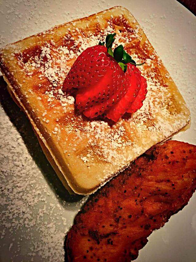 💞💕Mother's Day 2016 Food Round Up💕💞  🍓 🍃🍓Fluffy Waffles Garnished with Fresh Strawberries🍓🍃🍓   #Breakfast/Brunch   #Beignet / Pancake  #Main dish   #Fruit #Side