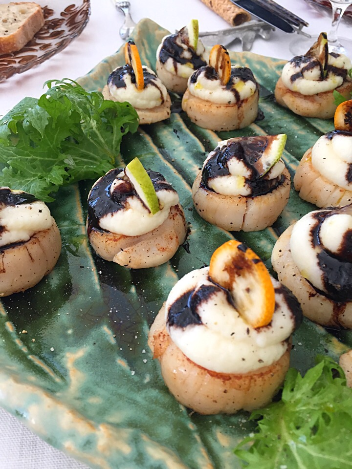 Grilled scallops and creamy celeriac mash with balsamic vinegar sauce, touch of citrus flavour🍋🍊