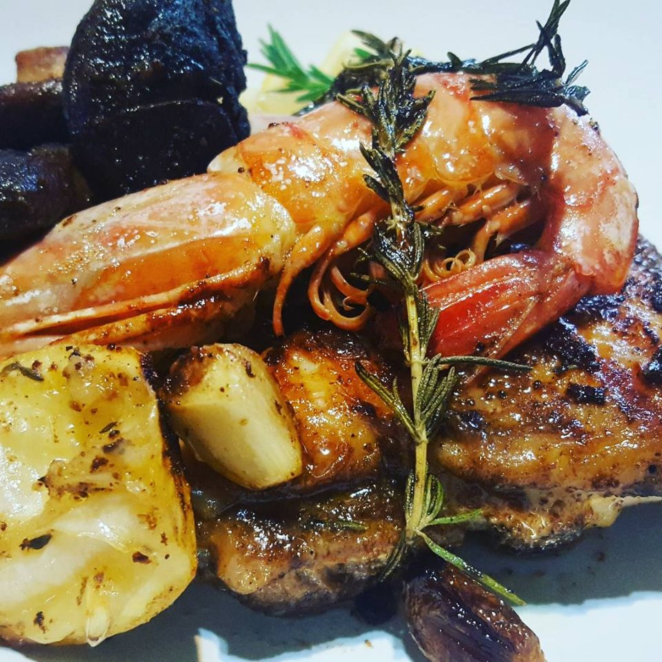 Ultimate light Surf & turf Pan Seared Chicken in Hot Spice,Rosemary,Garlic.Lemon with Fresh Prawns, cooked in Olive Oil, Served with Balsamic Tomatoes #chefeman