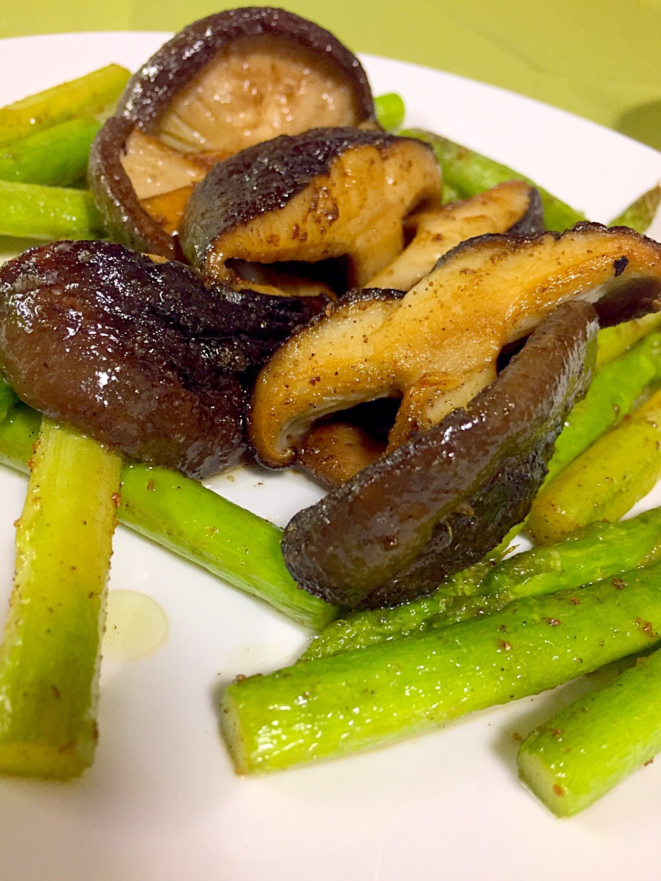 Buttered asparagus and mushrooms