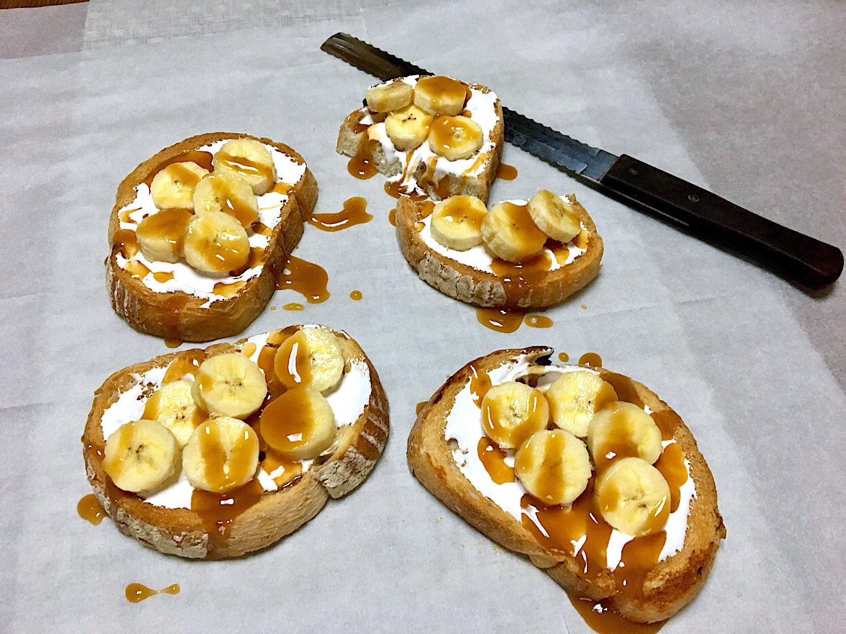 ✨Banana toast with marshmallow fluff ,caramel syrup & walnuts...バナナトースト🍌✨