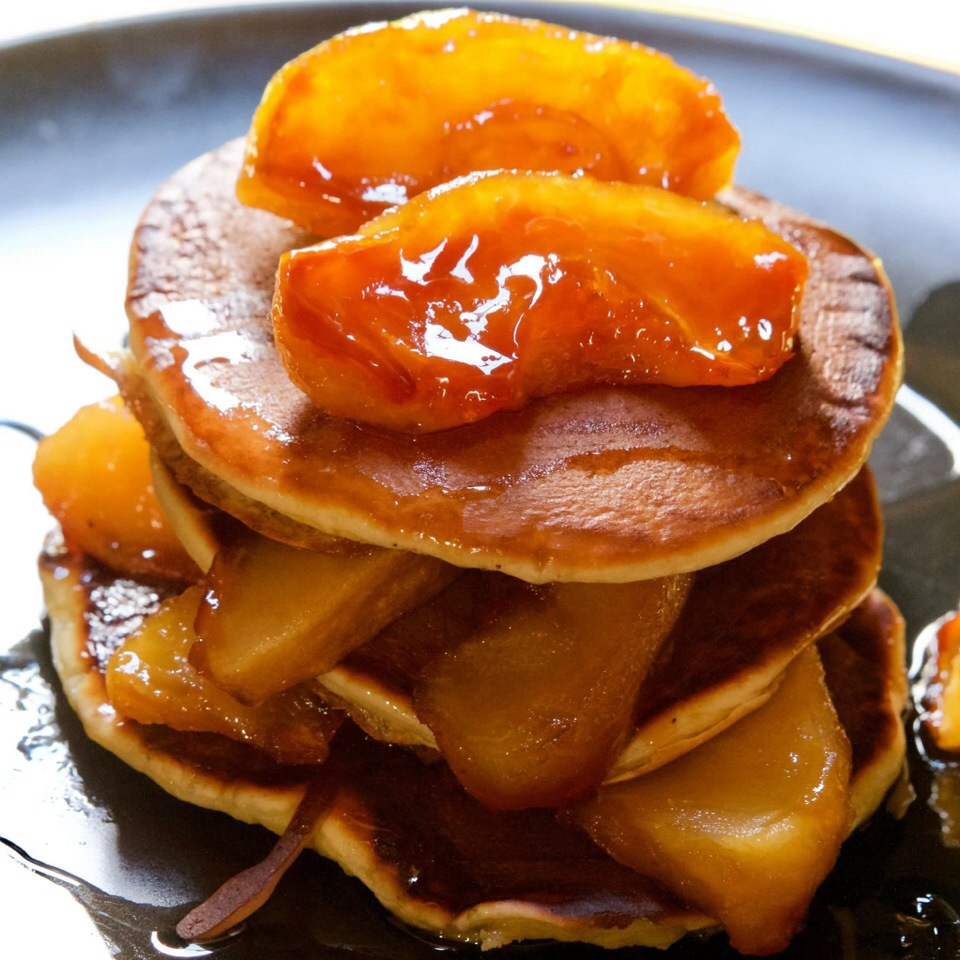 Caramelized Apple and Maple Syrup Pancakes !!!!!!.