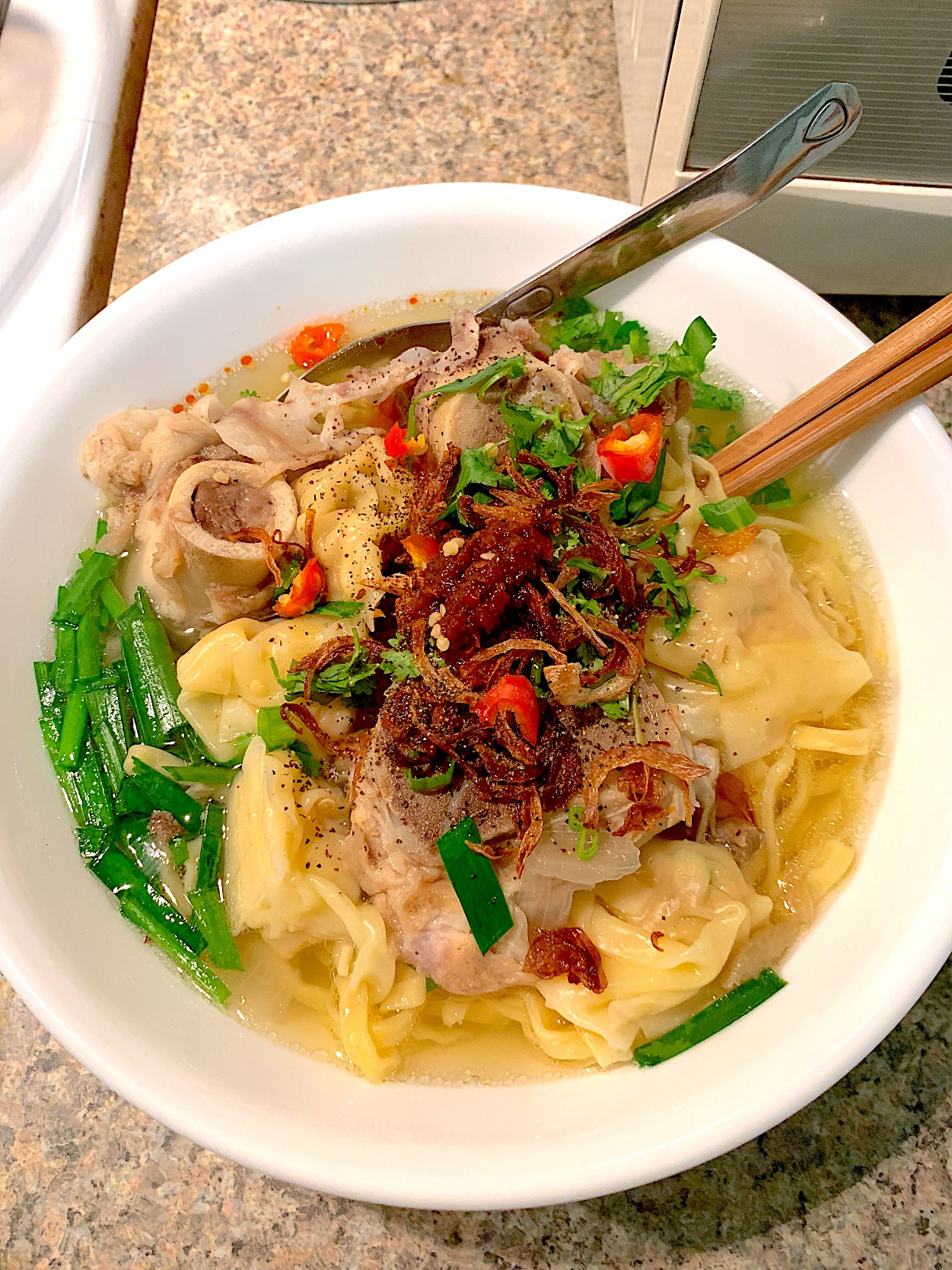 Yellow noodles with wonton soup