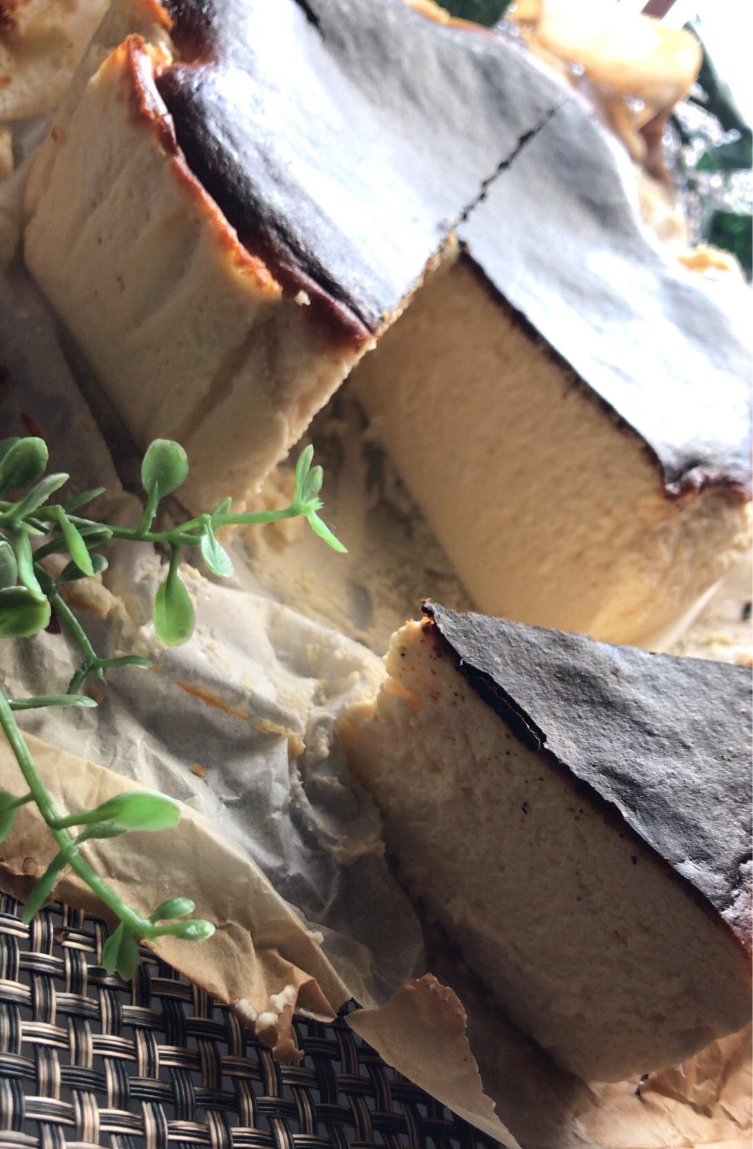 バスクチーズケーキ Instagramの momochannnnnel さんのレシピ チーズケーキ
