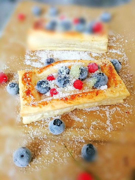 blueberries lemon curd pastry