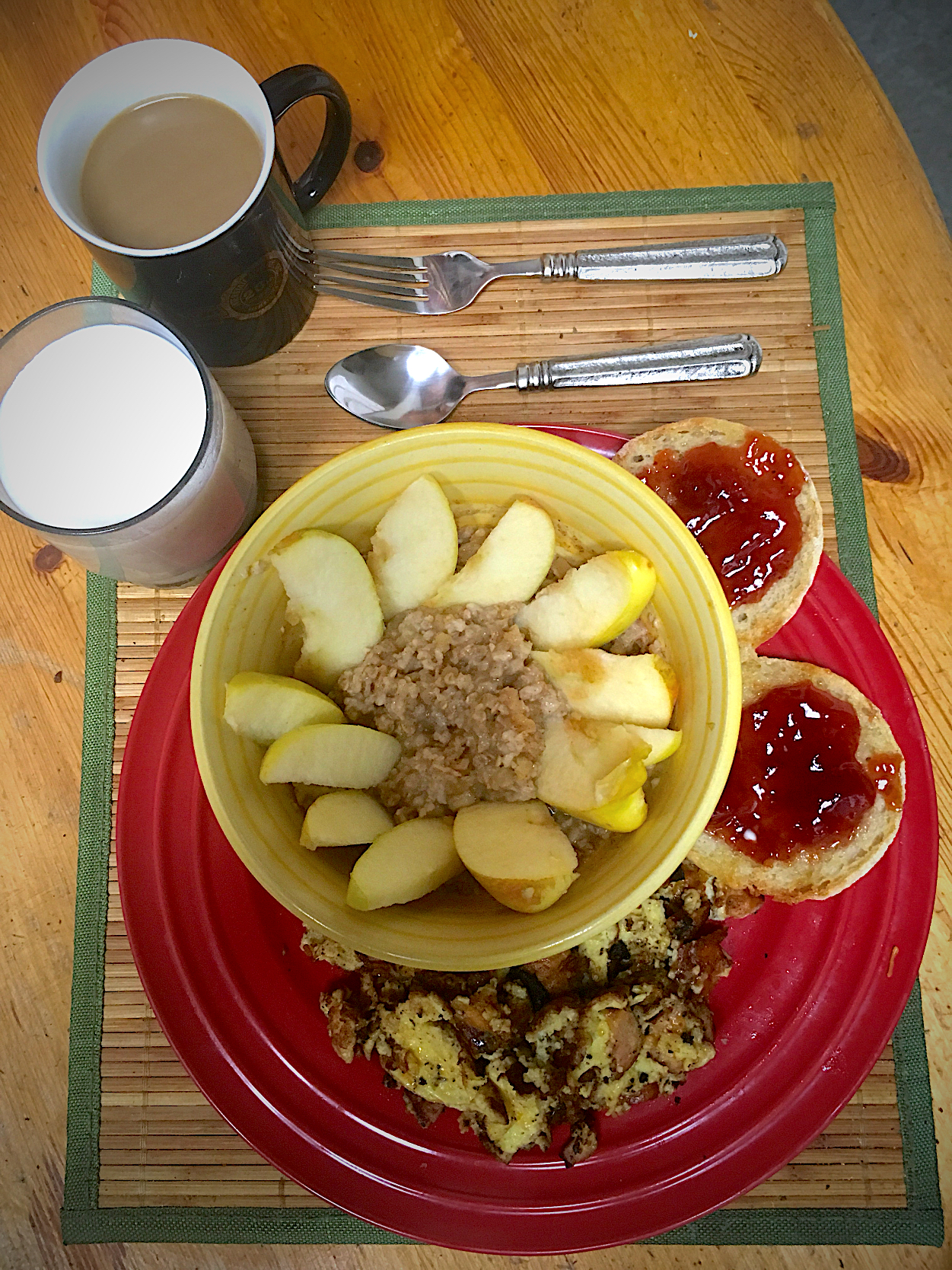 Apple Cinnamon Oatmeal, English Muffin With Margarine, and Strawberry Jam, Scrambled Eggs With Garlic, Black Pepper and Chicken Sausage: Starbucks Blonde Hazeln