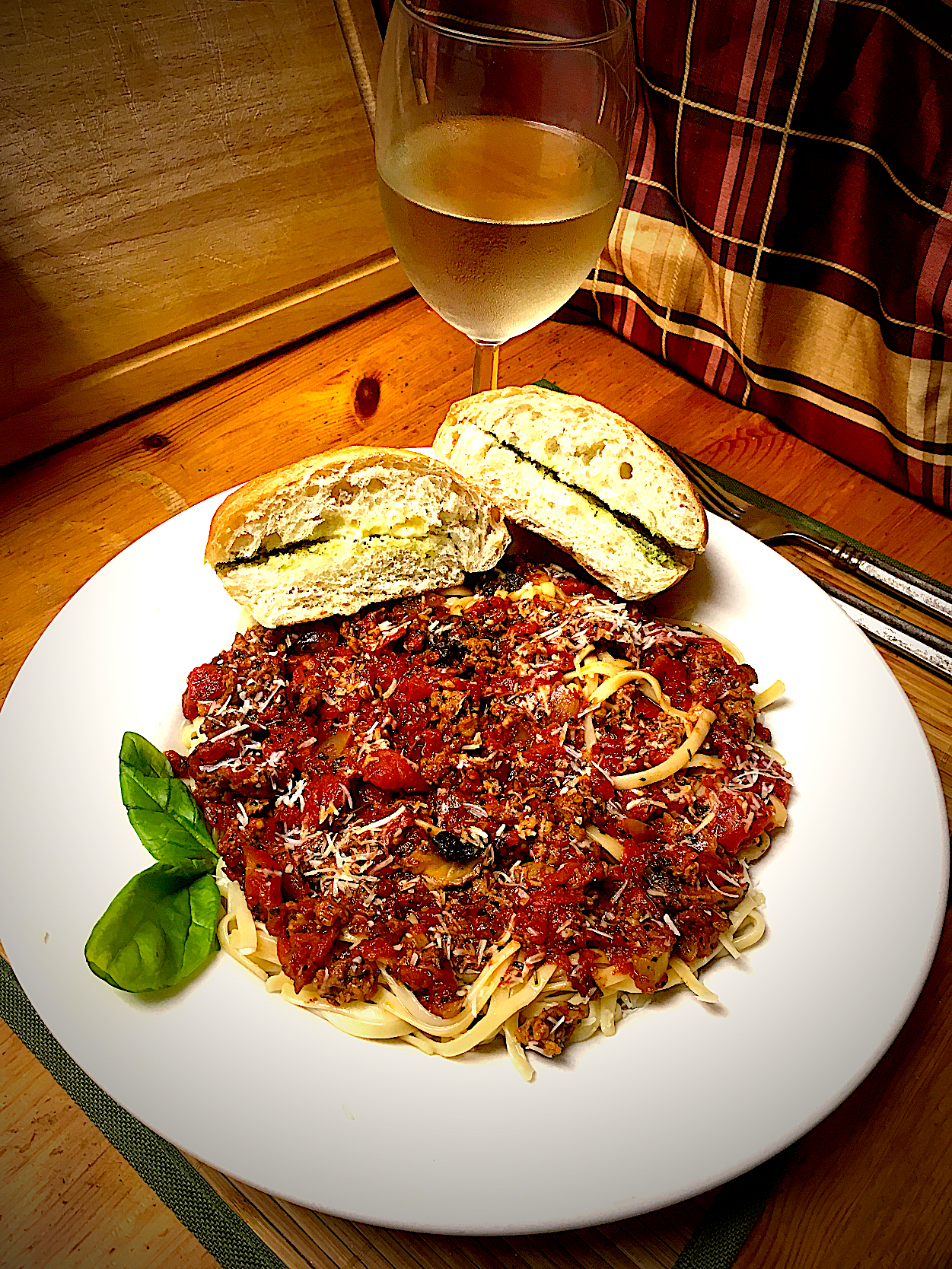 Chopped Tomato Marinara, With Olive Oil, Mushrooms, Onions, Green & Black Pepper, Basil Served Over Linguini with Ciabatta Bread