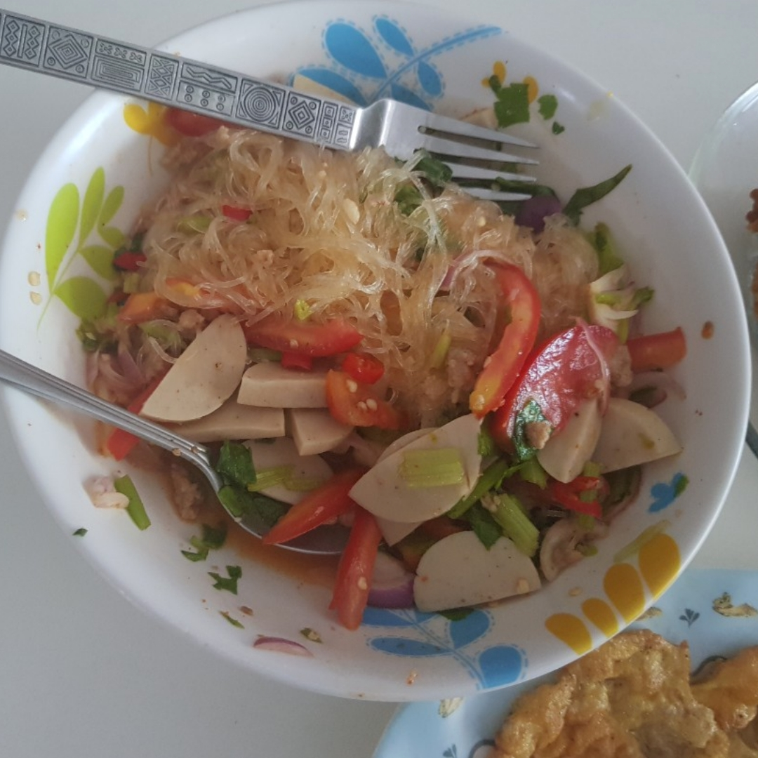 thai spicy glass noodles salad