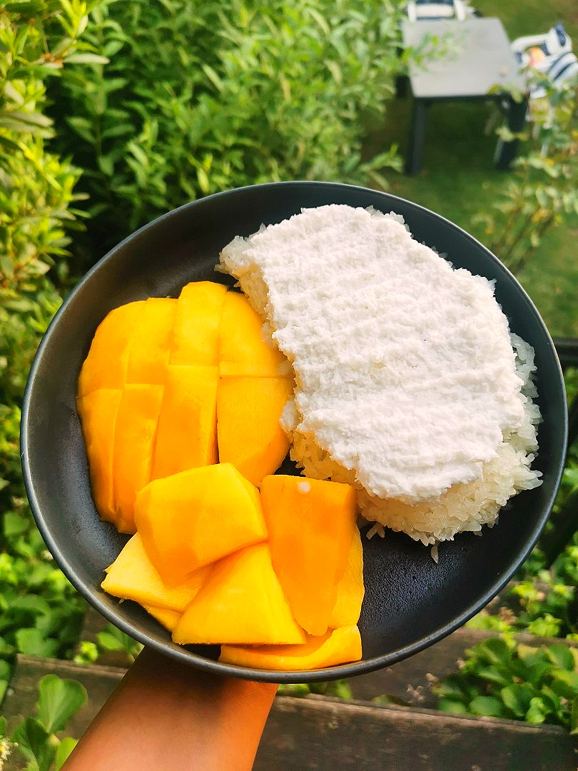 Mango, coconut and sticky rice 😋😋
