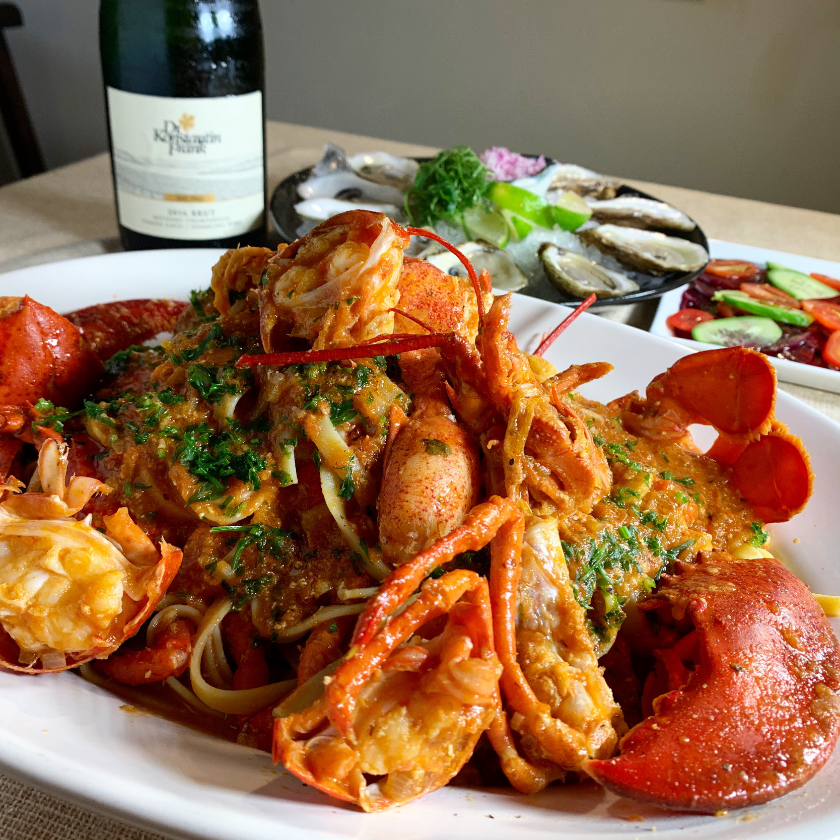 Lobster Fettuccine with Creamy Tomato Sauce (丸ごとロブスターのフェットチーネ、クリーミートマトソース)