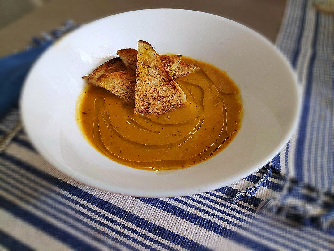 Grilled pumpkin cream with toasted bread