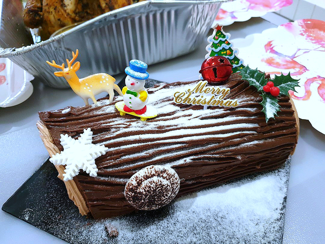 envymaqueen's dish Christmas Log Cake