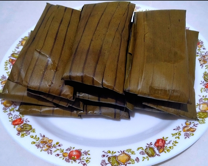 Glutinous rice with mash banana (steam) Wrap with banana leaves